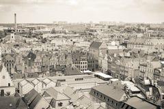 Poznán, Polonia - 28 de junio de 2016: Edificios foto, del mercado de la ciudad, viejos y modernos blancos y negros en la ciudad  Fotografía de archivo