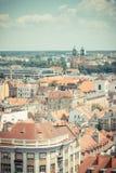Poznán, Polonia - 28 de junio de 2016: Foto del vintage, opinión sobre edificios viejos o modernos en la ciudad Poznán Imagen de archivo libre de regalías