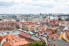 Poznán, Polonia - 28 de junio de 2016: Opinión sobre edificios e iglesia colegial en la ciudad polaca Poznán Fotografía de archivo