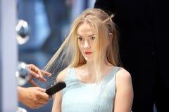 POZNAŃSKI - KWIECIEŃ 26: Patrzeje piękno mody forum Poznański 2014 Hairdr Fotografia Royalty Free