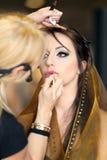 POZNAŃSKI, POLSKA, MAJ - 07 2016: Młoda dziewczyna podczas makeup procesu Fotografia Royalty Free