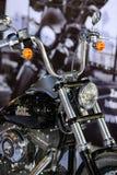 POZNAN - 9 DE ABRIL: Harley-Davison na feira na exposição automóvel Fotografia de Stock Royalty Free