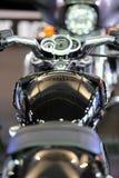 POZNAN - 9 DE ABRIL: Harley-Davison na feira na exposição automóvel Fotos de Stock Royalty Free