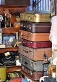 Poznan-Polônia Uma pilha de malas de viagem velhas Imagem de Stock