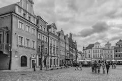 Poznan Polen 2018-09-22, härlig Poznan färgrik gammal stad, färgrik hus, monumentalt, historisk byggnad och springbrunn, gammal m royaltyfri foto