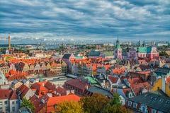 Poznan Polen 2018-09-22, härlig Poznan färgrik gammal stad, färgrik hus, monumentalt, historisk byggnad och springbrunn, gammal m royaltyfria bilder
