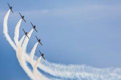 POZNAN POLEN - JUNI 14: Aerobatic gruppbildande Arkivbild