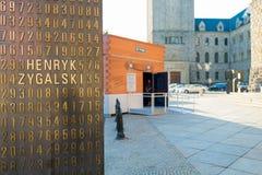 Poznan POLEN - September 06, 2016: Krypteringbehållare - tillfällig paviljong som ser som den Enigma maskinen Royaltyfri Foto