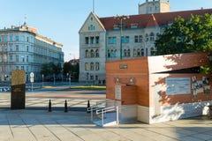 Poznan POLEN - September 06, 2016: Krypteringbehållare - tillfällig paviljong som ser som den Enigma maskinen Royaltyfria Bilder
