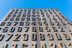 Poznan POLEN - September 06, 2016: Monument av polska cryptologists (Enigma Codebrakers) arkivfoton