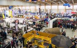 Poznan, Pologne - 10 février 2018 : Vue supérieure panoramique du pavillon d'exposition, Rybomania, en Pologne Objets exposés, pa Photo stock