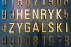 Poznán, POLONIA - 6 de septiembre de 2016: Monumento de los cryptologists polacos (Enigma Codebrakers) Fotos de archivo libres de regalías