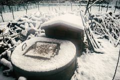 Pozo de agua nevoso viejo Imagen de archivo libre de regalías