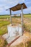 Pozo de agua viejo abandonado Fotos de archivo