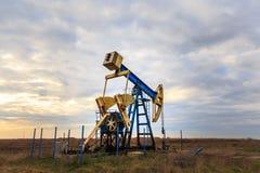 Pozo de funcionamiento del petróleo y gas Imagen de archivo libre de regalías