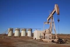 Pozo de petróleo imágenes de archivo libres de regalías