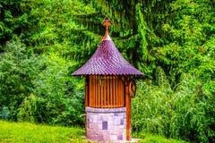 Pozo tradicional del monasterio foto de archivo libre de regalías