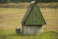 Pozo y cubo Foto de archivo libre de regalías