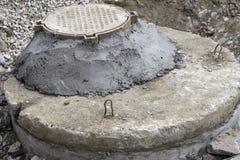 Pozos de agua concretos Construcción del bien para el alcantarillado Imagen de archivo libre de regalías