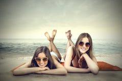 Pozować na plaży obrazy royalty free