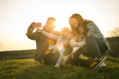 Pozwala brać grupowego jaźń portret Rodzinny czas Fotografia Royalty Free