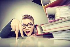 Pozytywna biznesowa kobieta zaczyna pracować Fotografia Stock