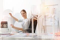 Pozytywny żeński eco inżynier pracuje w biurze Obraz Royalty Free