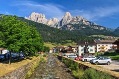 Pozza em Val di Fassa Imagens de Stock Royalty Free