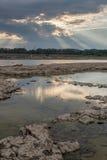 Pozze di marea e raggi di Dio Fotografia Stock Libera da Diritti