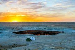 Pozzo 19 del cratere del gas di Darvaza fotografie stock libere da diritti
