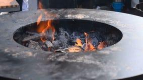 Pozzo del grande fuoco con i carboni video d archivio