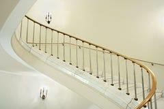 Pozzo delle scale in palazzo. Immagini Stock Libere da Diritti
