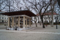 Pozzo di Lajos Kossuth e palazzo di Horvath Fotografie Stock