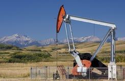 Pozzo di petrolio delle colline pedemontana Fotografia Stock Libera da Diritti