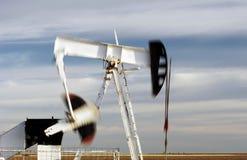 Pozzo di petrolio, pompando Immagine Stock