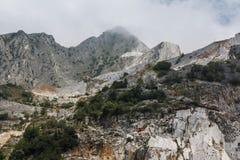 Pozzo di pietra di Carara in Italia fotografia stock