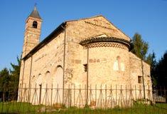 Pozzoveggiani kyrka i sol och himmel i landskapet av Padua i Veneto (Italien) Arkivfoto
