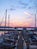 Pozzuoli-Hafen bei Sonnenuntergang Lizenzfreie Stockfotos