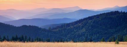 Ppanorama das montanhas Imagem de Stock