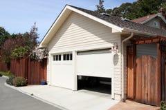 öppet garage Royaltyfria Foton