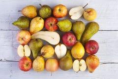 Äpplen och pears Arkivbild