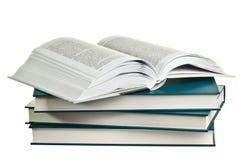 Öppna boken som ligger på en hög av böcker Royaltyfria Foton