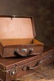 Öppna resväskor för antikvitet Royaltyfri Foto