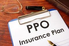 PPO-Versicherung auf einer Tabelle lizenzfreies stockbild