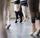 Práctica de la danza del ballet Fotos de archivo libres de regalías