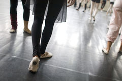 Práctica de la danza del ballet Fotografía de archivo libre de regalías