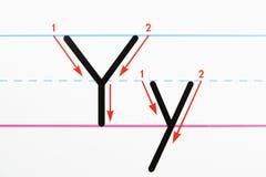 Práctica de la escritura del alfabeto. Imagen de archivo libre de regalías