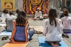 Práctica de la yoga Fotos de archivo