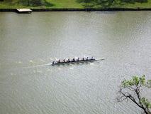Práctica de las personas del Rowing Fotografía de archivo