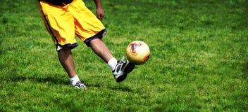 Práctica del fútbol Imagen de archivo libre de regalías